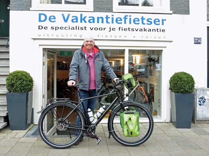 Andre met z'n Idworx oPinion met mooie felgroene fietstassen.