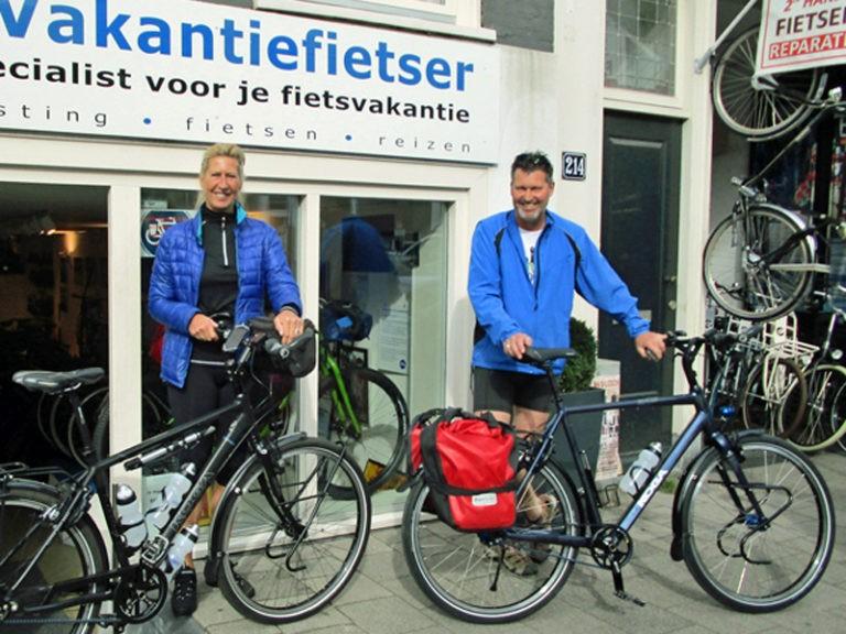 Brigitte haalde haar fiets al eerder op maar nu was Jan aan de beurt. Veel plezier samen op de fiets!