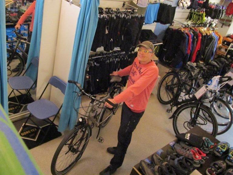 Ronnie in de winkel met zijn van Nicholas Pioneer