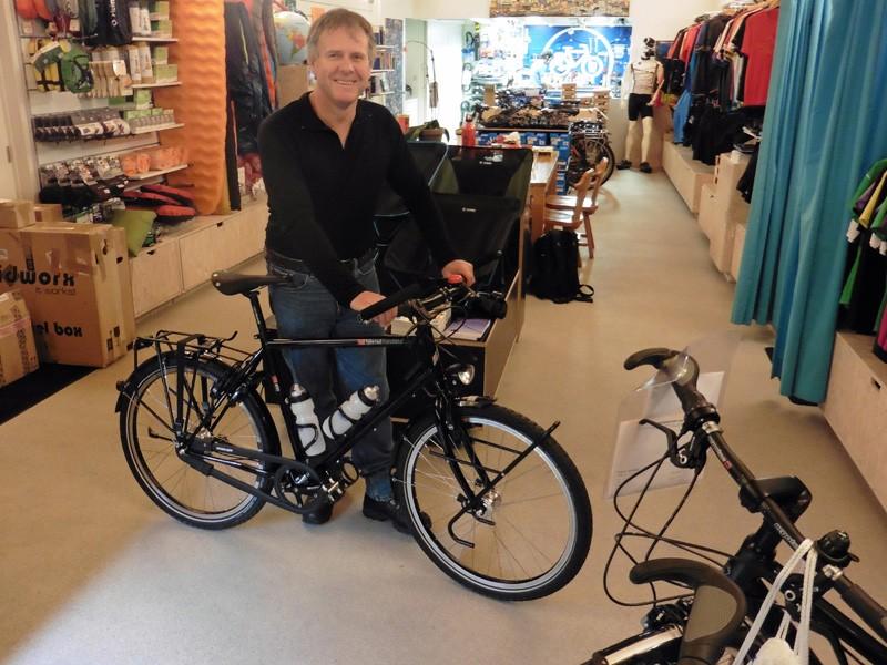 Mark uit Australië met z'n nieuwe VSF. <i>They gotta love Holland<i/>, want in Juni komt zijn vrouw haar nieuwe fiets ophalen.