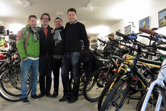 Helemaal uit Turkije naar Nederland gekomen om hun fiets op te halen