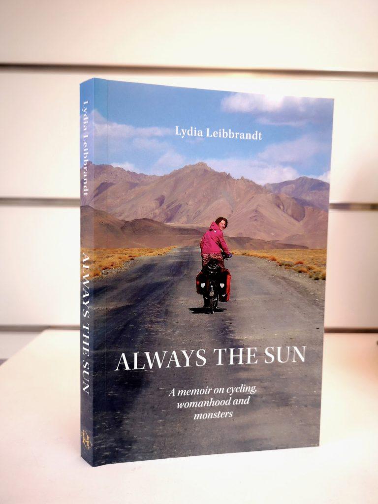 Het boek Always The Sun van Lydia Leibbrandt, een memoir van het fietsen.