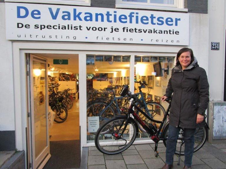 Cilla met haar Santos travel lite fiets van de vakantiefietser!