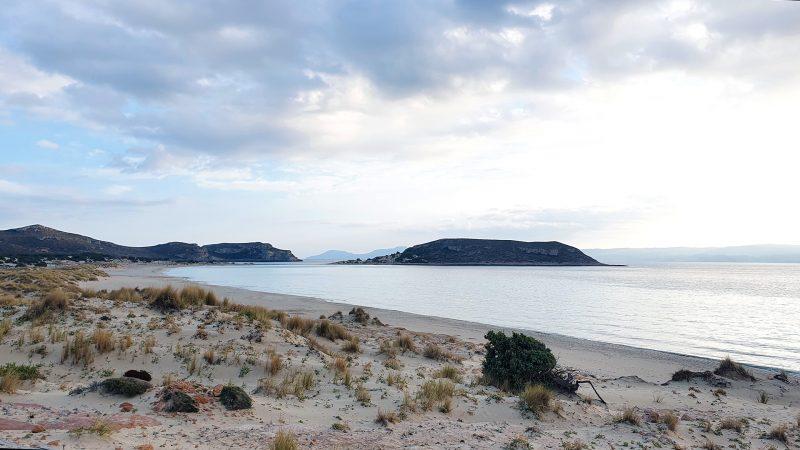 elafonisos-leeg-strand-en-rotsen
