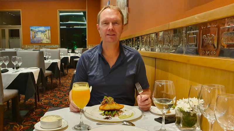 Eric eet lekker in Salta