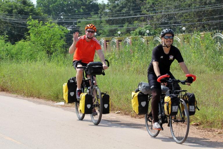 Eric hier met zijn Koga WTS met Rohloff in Thailand met zijn vriend Nicholas tijdens zjn fietstocht langs de Mekong. Die tocht ging door Thailand, Laos, Cambodja en Vietnam