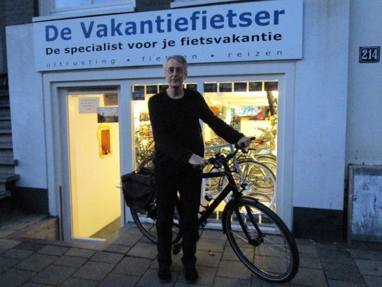 Frans met zijn mooie nieuwe Santos travel lite fiets.