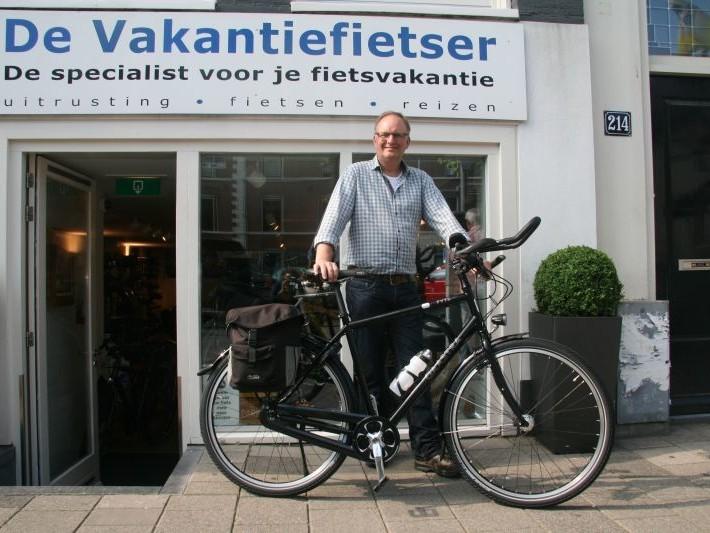 Elze poseert met een Gaastra Fyts 414, gekocht bij De Vakantiefietser