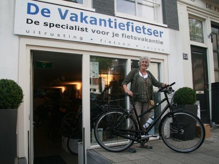 Hanneke poseert met een Gaastra Fyts Frau, gekocht bij De Vakantiefietser