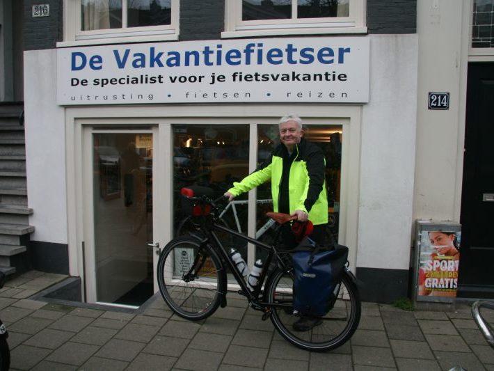 Chris poseert met een idworx Easy Rohler, gekocht bij De Vakantiefietser