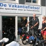 Jan en Marike poseren met een idworx Off Rohler en Easy Rohler, gekocht bij de Vakantiefietser