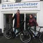 Mark en Hilde poseren met een idworx Off Rohler, gekocht bij De Vakantiefietser
