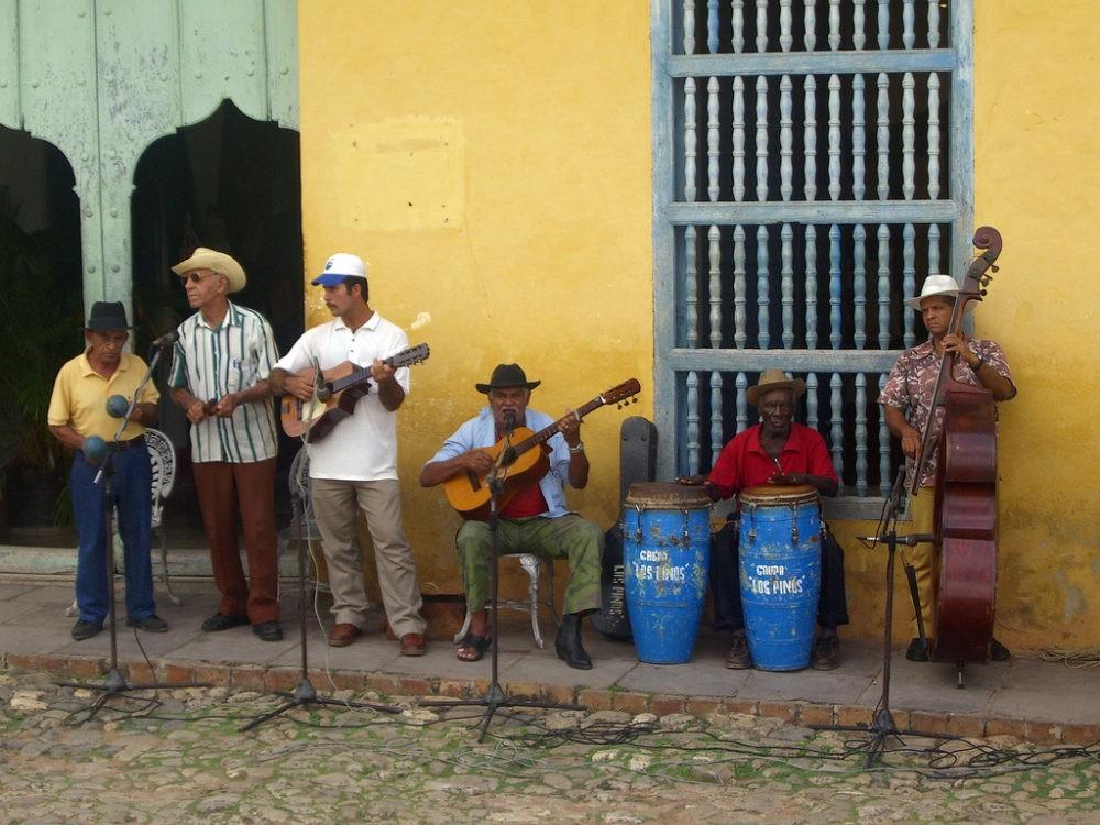 Zes Cubaanse muzikanten op Cuba
