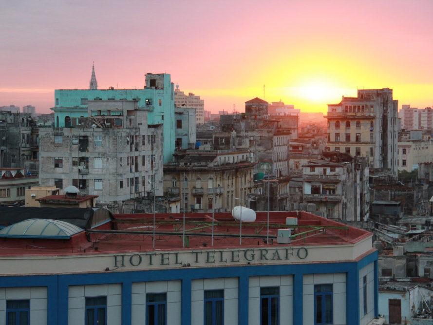 Zonsondergang bij uitzicht over Havana op Cuba