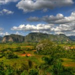 Klik voor vergroting. View over the Vinales valley, door Romtomtom, CC 2.0