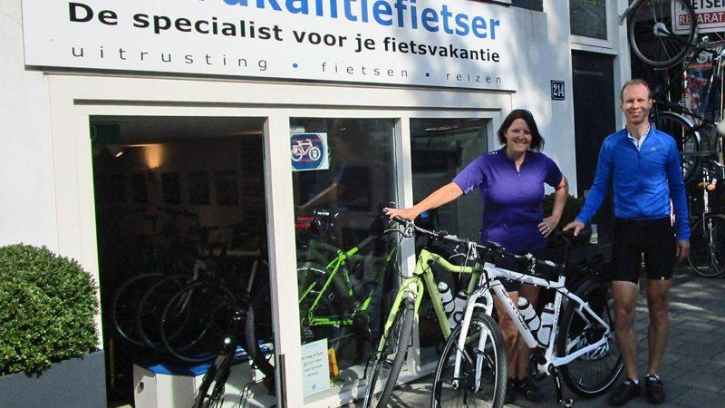 Jules en Mirjam gaan een geweldige reis maken! En verstandige mensen bestellen ruim van te voren hun fietsen . Zij hebben ze in mei besteld en nu staat ze klaar. Een Santos 4.29 en een Santos Travelmaster 2.9.