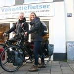 Ilse en Niels poseren met een Santos, gekocht bij de Vakantiefietser