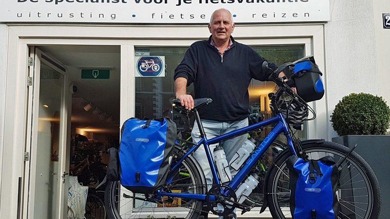 Toen Steve de fiets bestelde, kwam hij met het vliegtuig. Bij het ophalen maakte hij gebruik van de ferry. En hij bracht iets lekkers mee. Een keer raden waar hij vandaan komt.