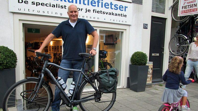 Mark met zijn Travelmaster 2.9 met Rohloff en riem.